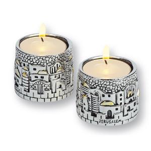 Zwei kleine Kerzenleuchter