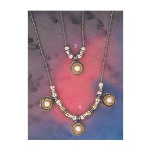Collier mit drei Perlenanhängern