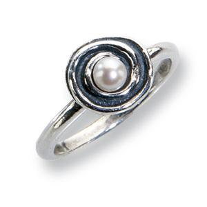 Ein zarter Ring aus Sterlingsilber