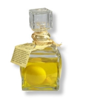 Glasflakon mit Zitrone und Blüte