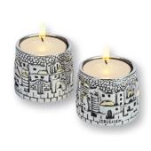Zwei kleine runde Kerzenleuchter
