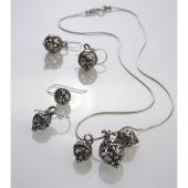 Collier mit drei Silberschmiede-Perlen