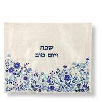 Besticktes Challa-Deckchen mit floralen Motiven